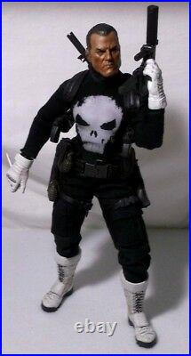 Hot Toys Punisher Sideshow 1/6 Scale Action Figure (Plus Helmet)